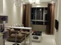 出租九龙城公寓5楼60平,一窒一厅精装修家具家电齐全,包物业15θ0月。
